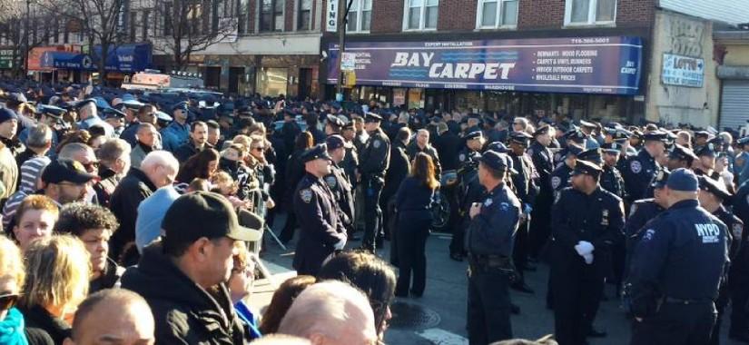 cops back deblasio
